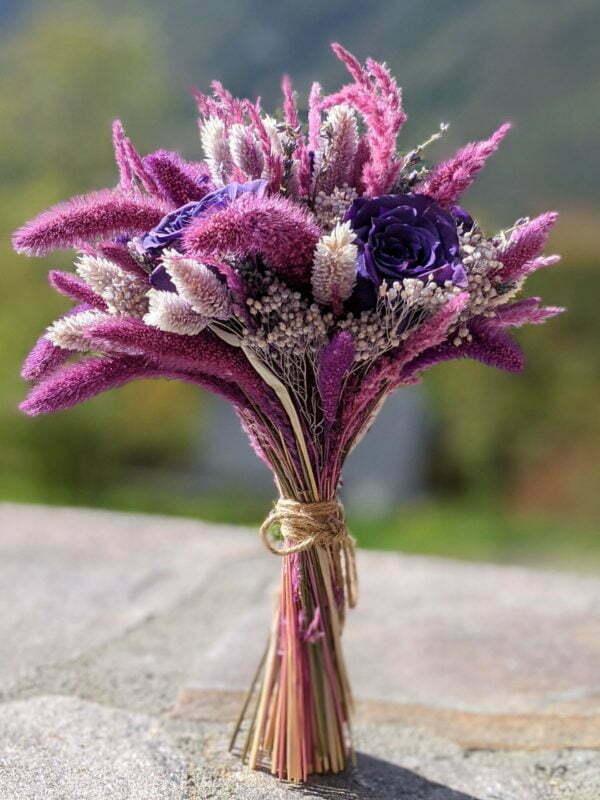Bouquet de mariée avec des roses éternelles et fleurs séchées dans les tons violets, Diva 2