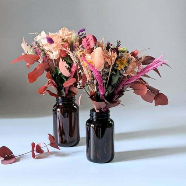 Petit bouquet de fleurs séchées avec soliflore en verre teinté recyclé, pour décoration d'intérieur, Lana