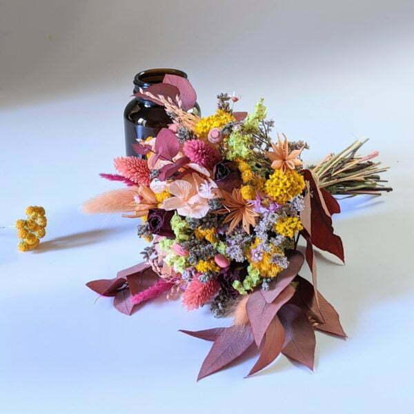 Petit bouquet de fleurs séchées avec soliflore en verre teinté recyclé, pour décoration d'intérieur, Lana 5