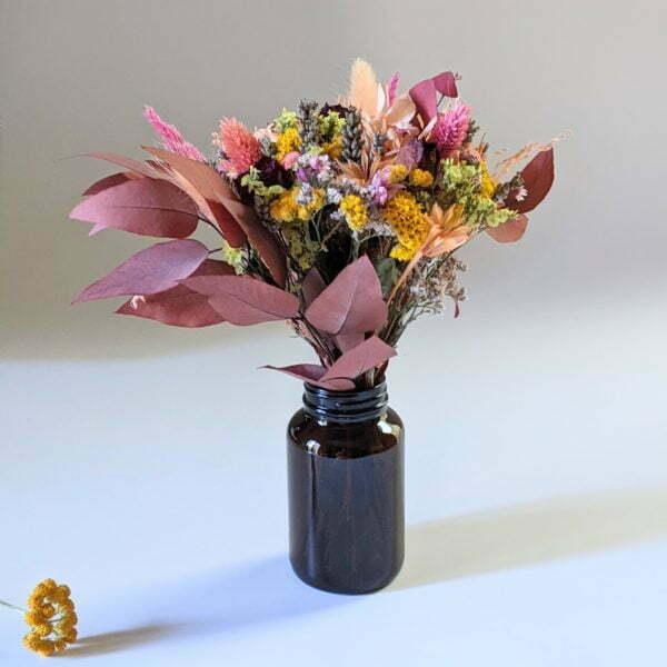 Petit bouquet de fleurs séchées avec soliflore en verre teinté recyclé, pour décoration d'intérieur, Lana 3