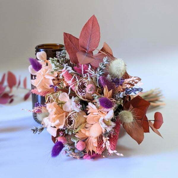 Petit bouquet de fleurs séchées avec soliflore en verre teinté recyclé, pour décoration d'intérieur, Lana 4
