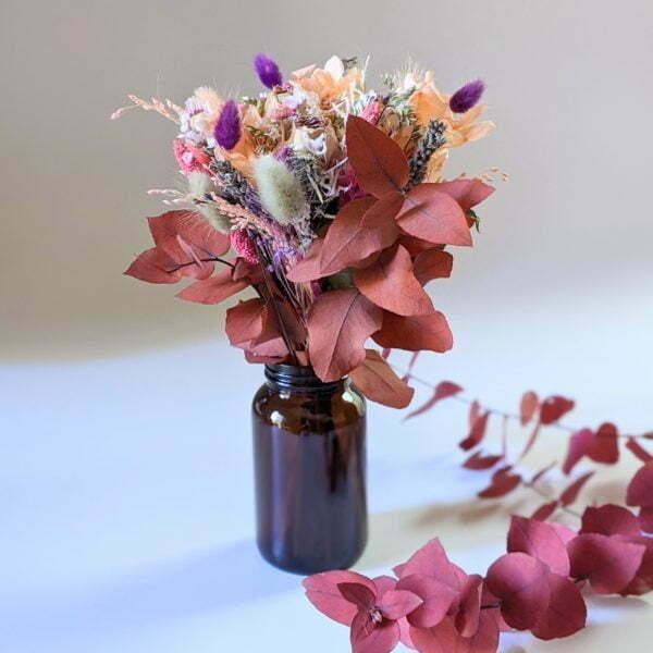Petit bouquet de fleurs séchées avec soliflore en verre teinté recyclé, pour décoration d'intérieur, Lana 2