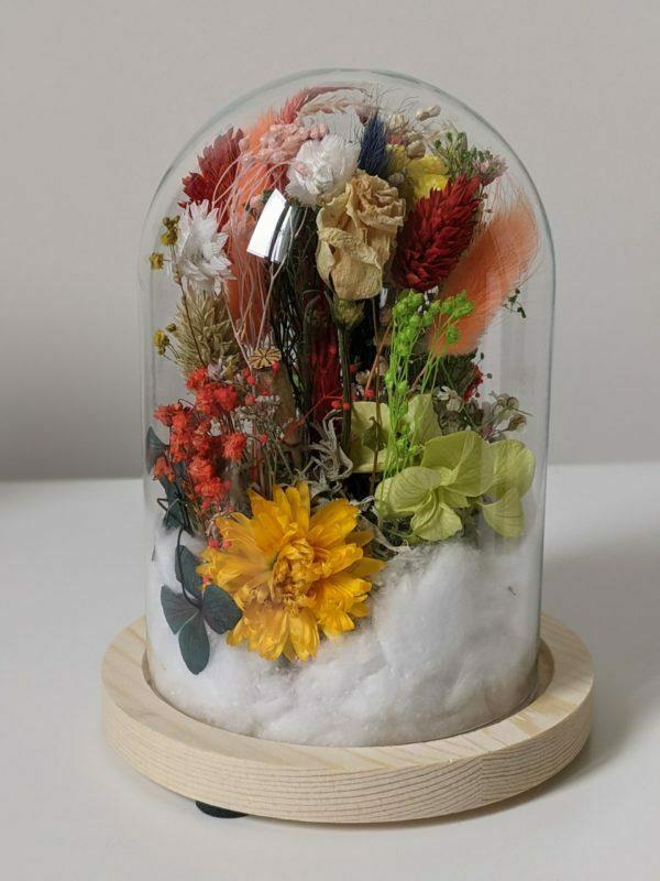 Cloche en verre de fleurs séchées et fleurs préservées pour décoration d'intérieur, Flora 2