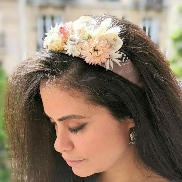 Serre-tête artisanal en velours de chez Evita Peroni orné de fleurs séchées, Camilla 2
