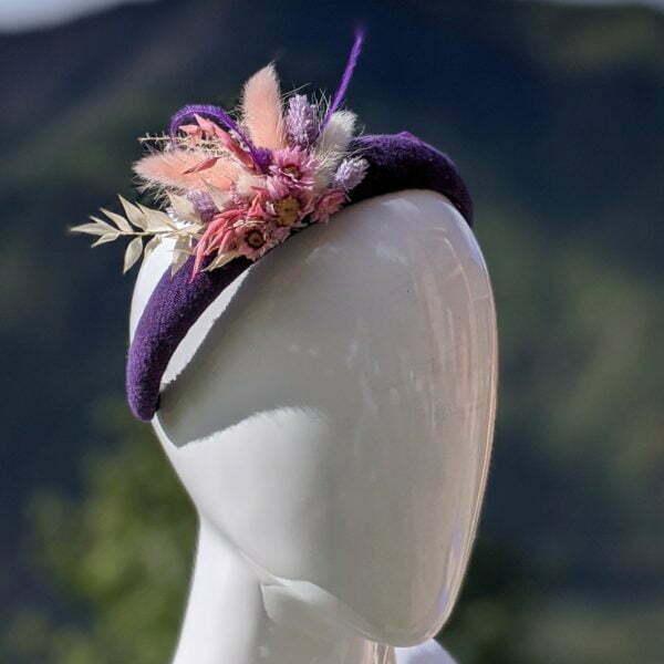 Serre-tête artisanal en laine de chez Evita Peroni orné de fleurs séchées