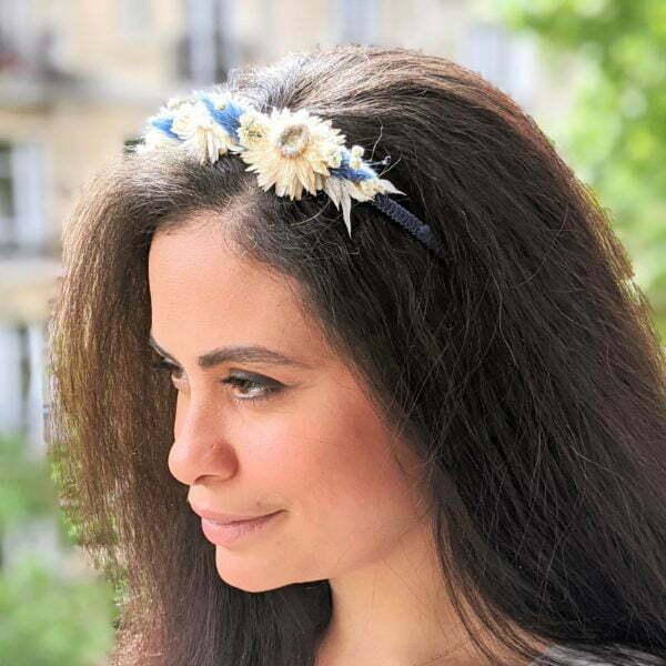 Serre-tête en fils de soie de chez Evita Peroni orné de fleurs séchées, Lola 2