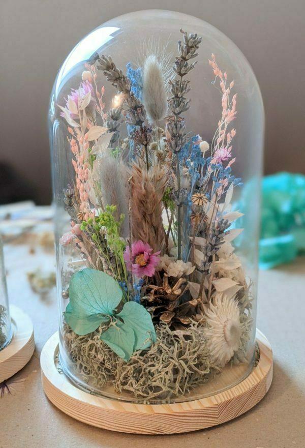 Cloche en verre avec fleurs séchées & fleurs préservées pour décoration d'intérieur peps, Ella 3