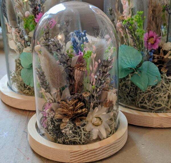 Cloche en verre avec fleurs séchées & fleurs préservées pour décoration d'intérieur peps, Ella 2