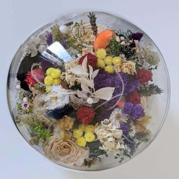 Cloche en verre avec fleurs séchées et préservées pour décoration d'intérieur, Flora 2.0 3