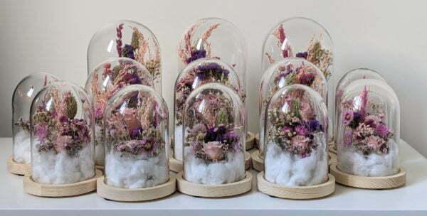 Cloche en verre et fleurs éternelles pour une décoration d'intérieur chic et douce, Lyla 4
