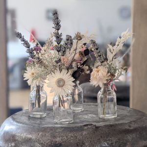 Décoration de table pour mariage, Noël, en fleurs séchées et mini bouteilles en verre