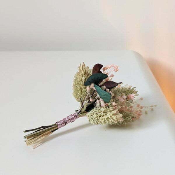Boutonnière de fleurs séchées et fleurs stabilisées, Mona 4
