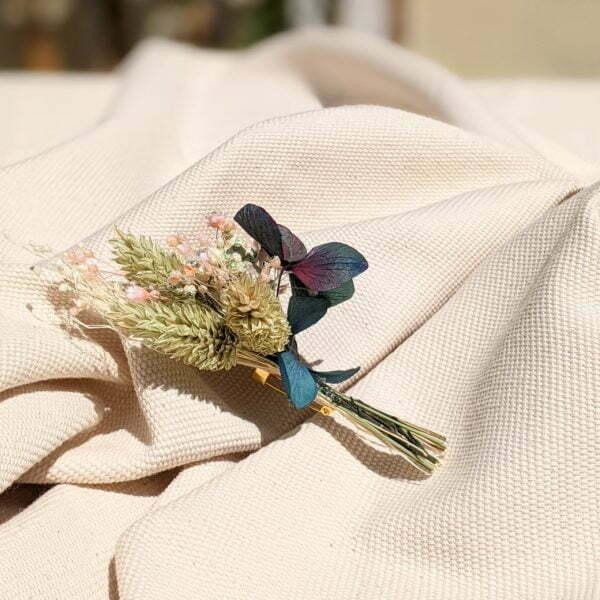 Boutonnière de fleurs séchées et fleurs stabilisées, Mona 3
