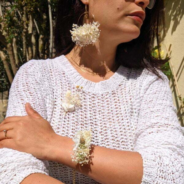 Bracelet de mariée artisanal en fleurs stabilisées & fleurs séchées, Luna 2