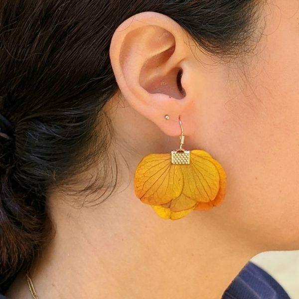 Boucles d'oreilles créoles en fleurs stabilisées, Neus 3