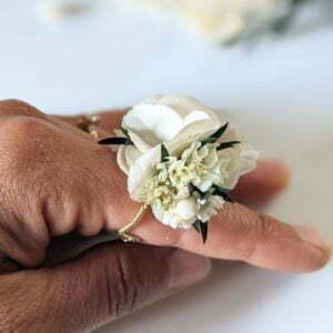 Bague de mariée artisanale en fleurs séchées & fleurs stabilisées, Inès