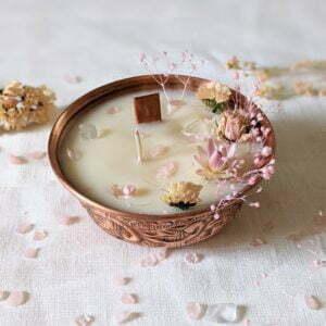 Bougie précieuse parfum jasmin ornée de pierres naturelles, fleurs séchées & stabilisées, Namasté