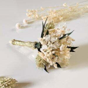Boutonnière de marié artisanale en fleurs séchées & fleurs stabilisées, Inès