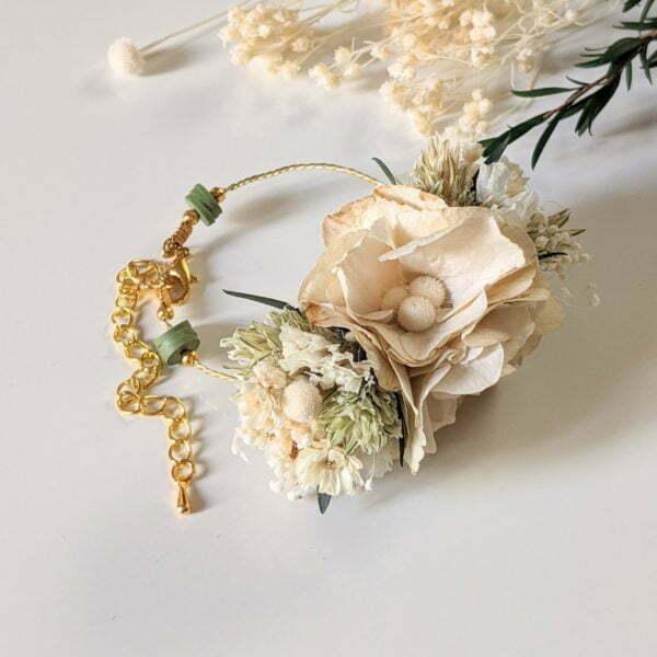 Bracelet de mariée artisanal en fleurs séchées & fleurs stabilisées, Inès 3