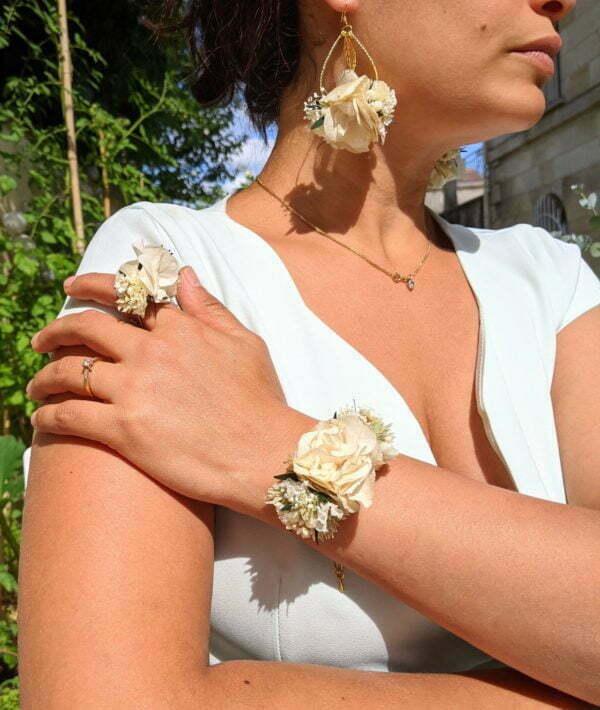 Bracelet de mariée artisanal en fleurs séchées & fleurs stabilisées, Inès 2