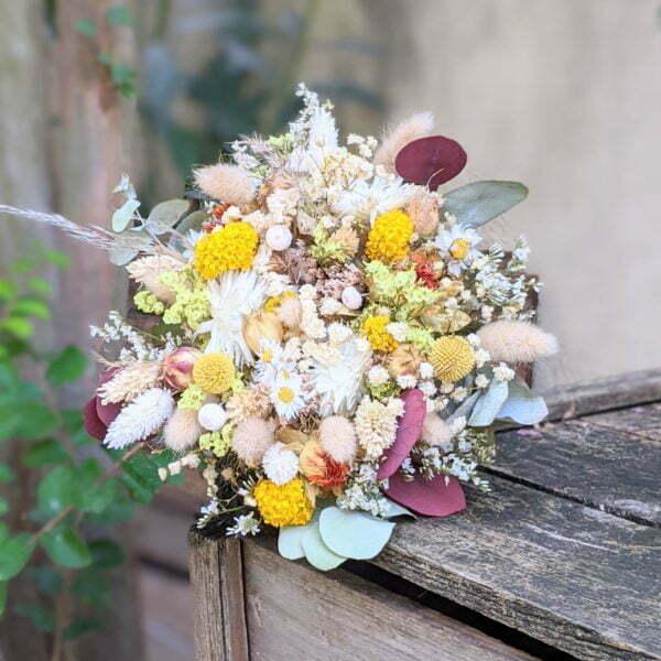 Bouquet de mariée en fleurs séchées & fleurs stabilisées dans les tons jaunes, rouges, beiges, Elvira