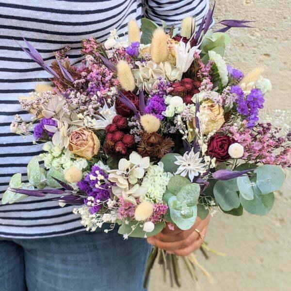 Bouquet de mariée avec roses séchées et hortensias stabilisés dans les tons bordeaux, verts, lilas, Oum 2