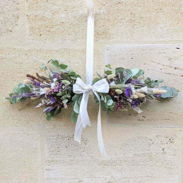 Guirlande de fleurs séchées & fleurs stabilisées dans les tons bordeaux, verts et lilas, Chinmayee 3