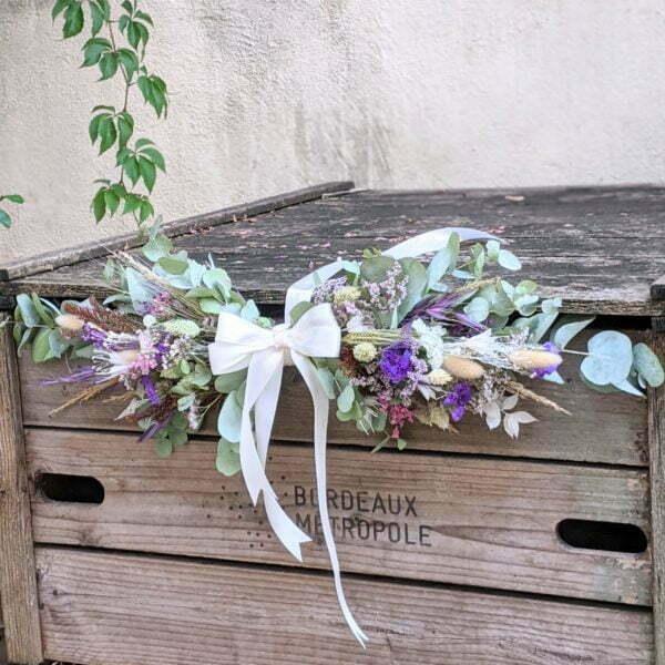 Guirlande de fleurs séchées & fleurs stabilisées dans les tons bordeaux, verts et lilas, Chinmayee 2