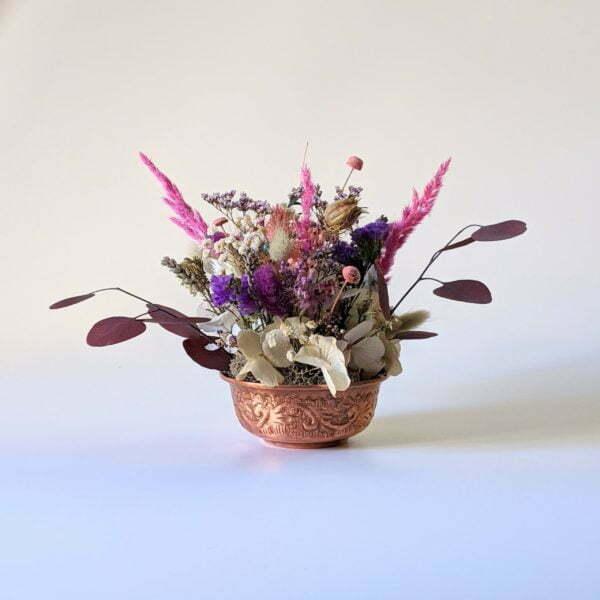 Composition de fleurs stabilisées et fleurs séchées pot en cuivre vintage, Rama 3